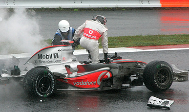 alonso-crashes-in-japanese-grand-prix.PNG